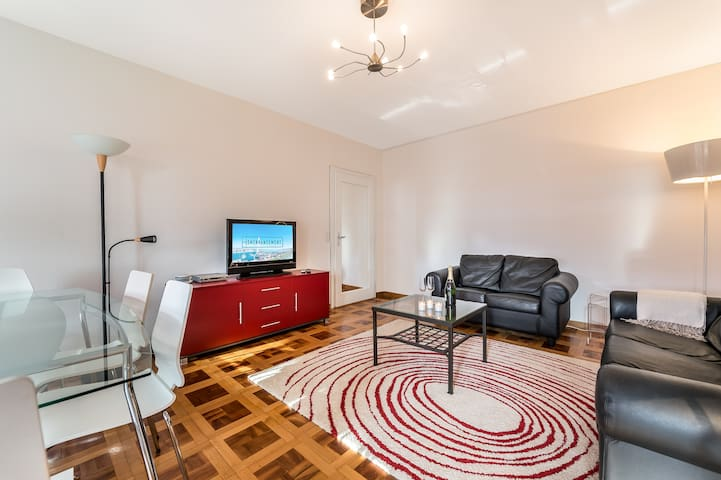 2 bedroom apartment with balcony and parking