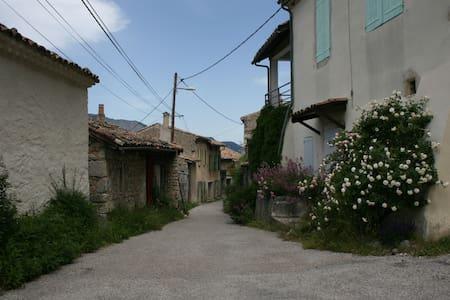Maison de village avec jardin - Recoubeau-Jansac