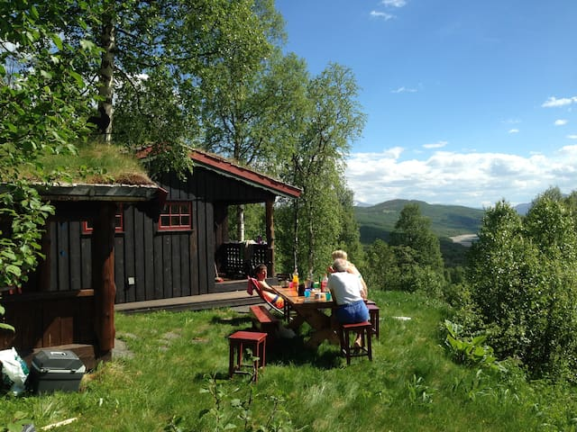 Cabin in the mountain valley Gjevillvassdalen