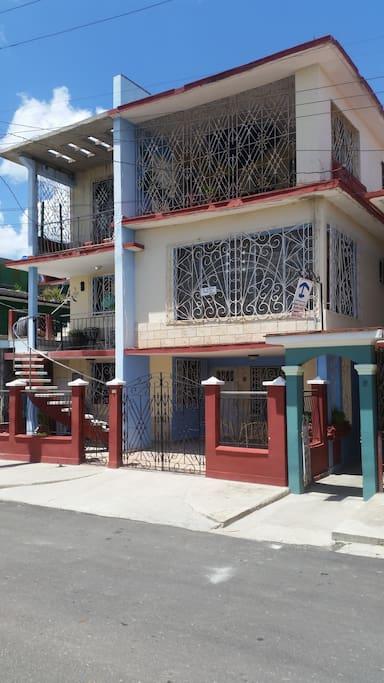 Frente del hostal
