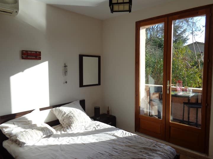 "Private bedroom ""Zen"" on your private 1st floor"