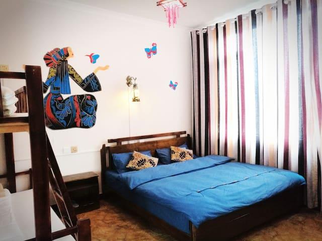 A1丽江古城6人/干净舒适两居一厅大床家庭/位置便利-更多相似房源,请咨询房东