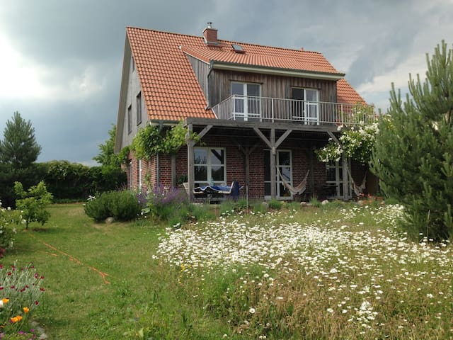 Wunderbares Haus mit Seeblick und Kamin - Klink - Casa