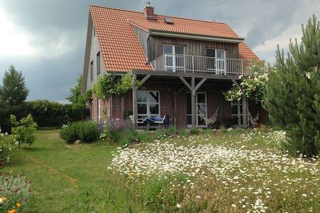 Wunderbares Haus mit Seeblick und Kamin - Klink - Rumah