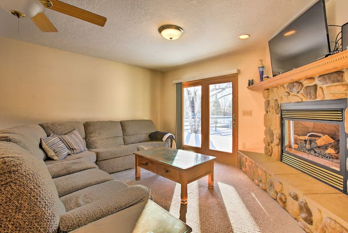 Cozy Riverfront Home w/Fire Pit in Houghton Lake!