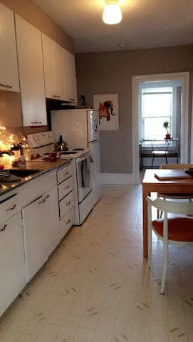 Large Downtown Private Apartment - Moncton - Byt