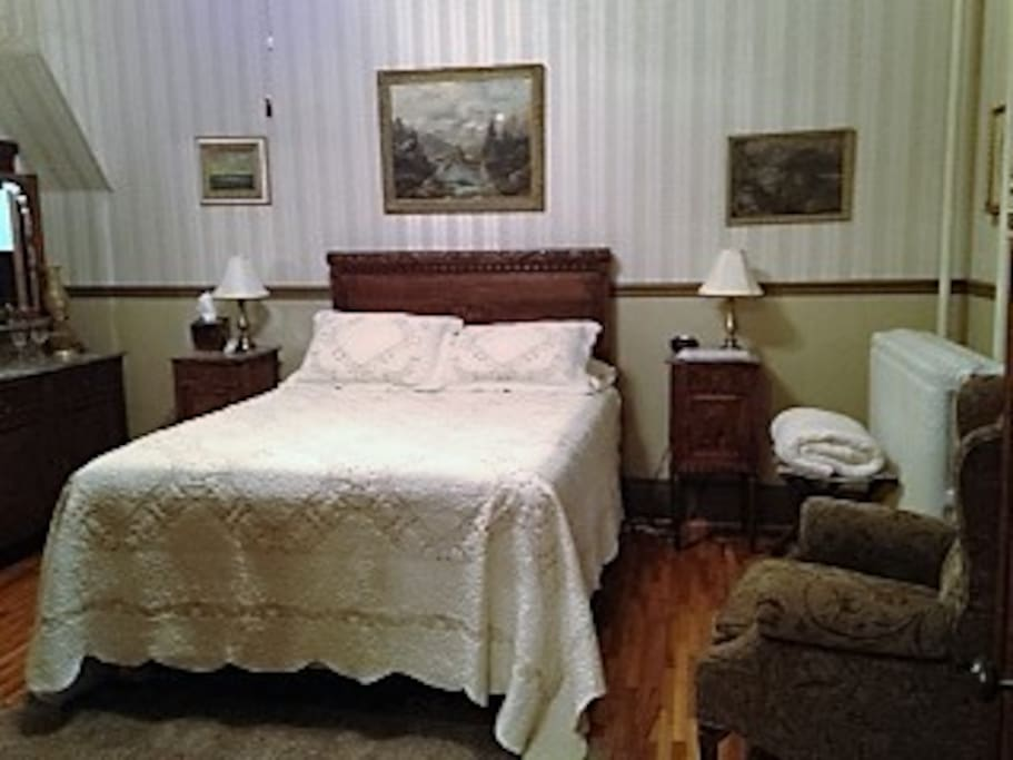 Located on the first floor, one queen bed, full bath w/jacuzzi tub $95.00 per night with breakfast/ $75.00 without breakfast. Weekly rate of $300 without breakfast Monday -Thursday.