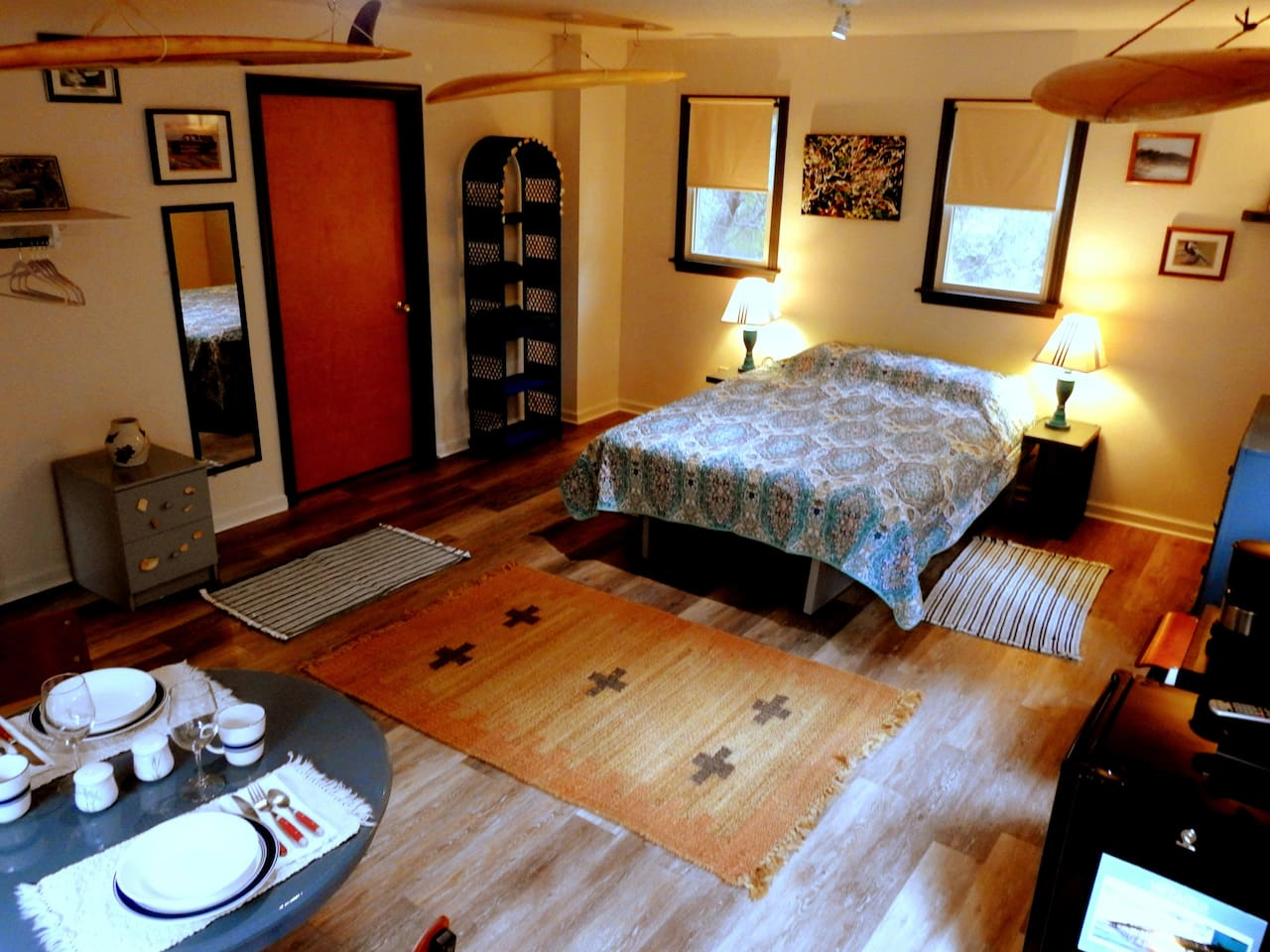 Queen bed, dinning table for 2, eating utensils, mini-fridge, micro wave, Wifi and Cable TV, 1/2 bath and outdoor shower.