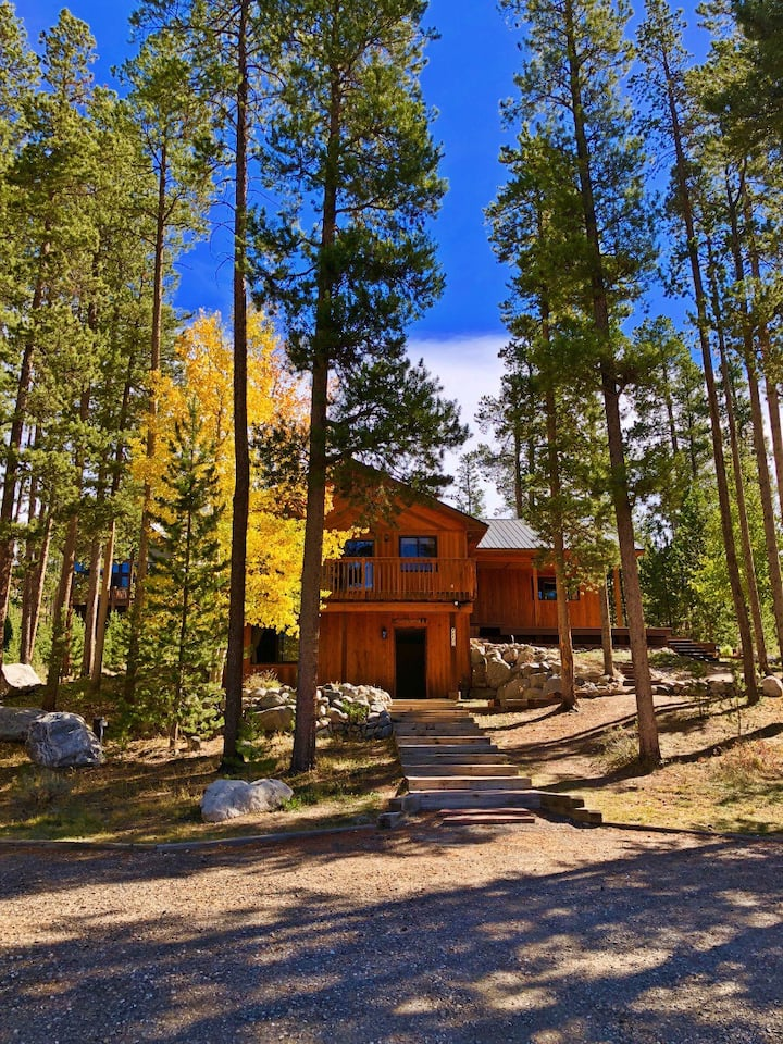 Riverfront Gem with Panoramic Mountain Views