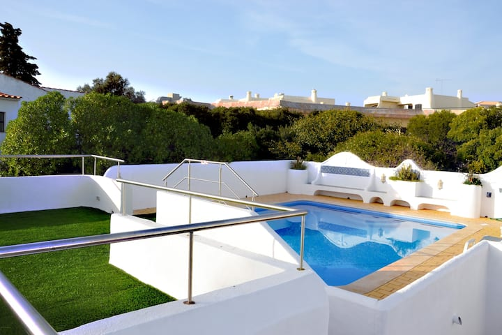 Private and safe Villa - 5 bedrooms - heated pool