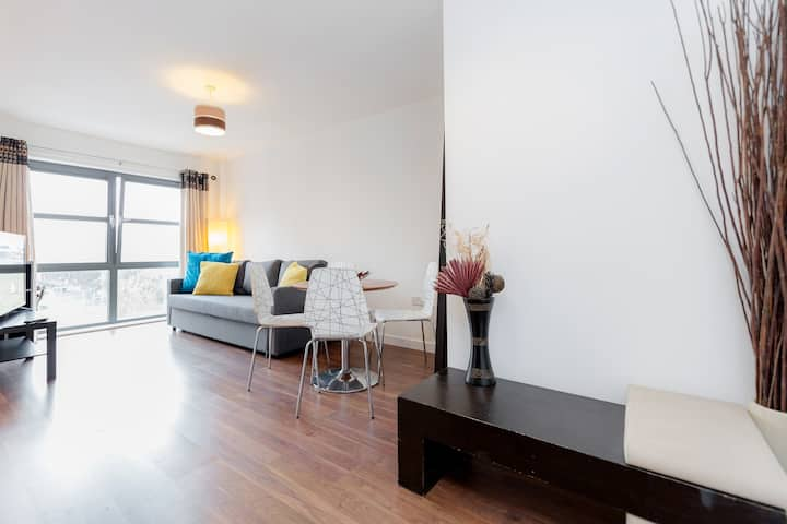 Bank Central London Apartment! Up to 8!