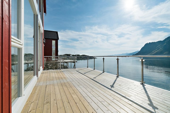 Lofoten Waterfront Luxury Lodge