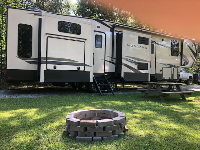 Breezy Pines Farm Luxury RV Stay