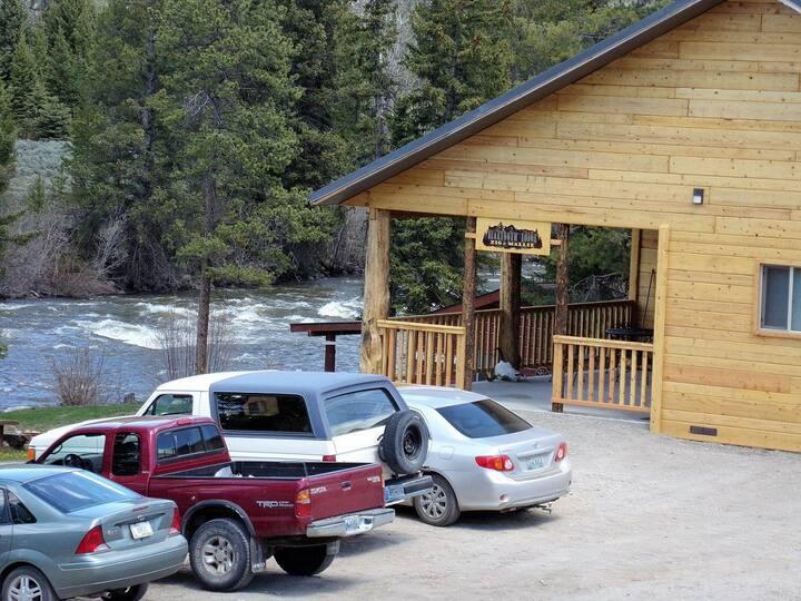 The Buffalo Room at Beartooth Lodge