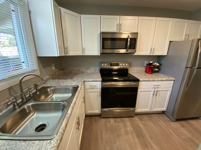 Renovated, 3-bedrooms, pet-friendly, south lincoln