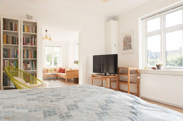 Cosy quiet house/garden for family-near metro/city - København - House