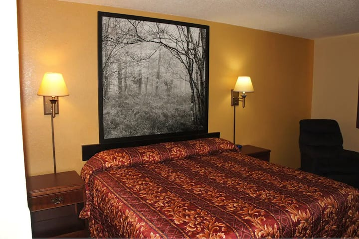 Sky-Palace Inn & Suites Stillwater - Deluxe 1 King Bed Non-Smoking