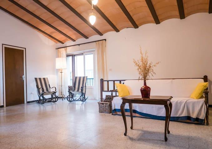 Casa con patio en Cap de Creus, ideal para grupos