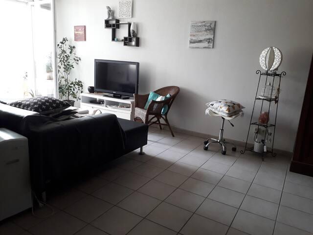Mauguio-chambre lit 140 / télé/Wifi/parking