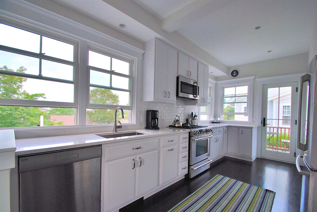 Kitchen w/stainless appliances