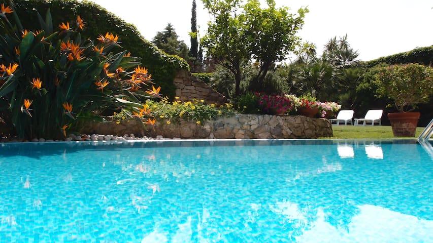CamelieSuites - con giardino e piscina