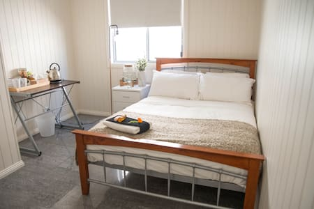 Clean, comfortable, close to CBD - East Brisbane