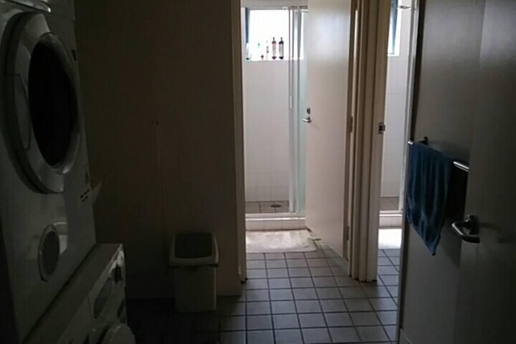 卫浴及洗衣房(bathroom and washing room)