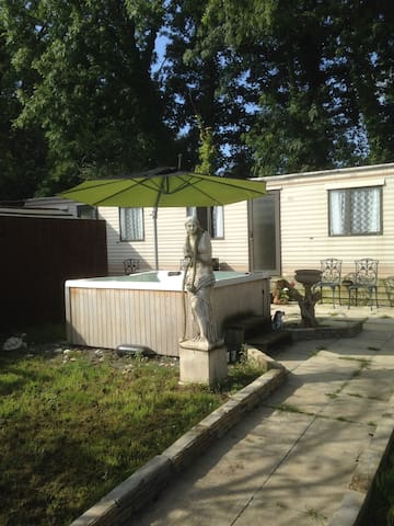 Moo Motel - Stay on a working farm with Hot Tub! - Somerset - Andre