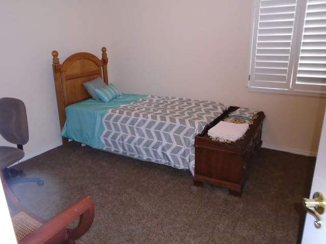 Twin bed in BR#2