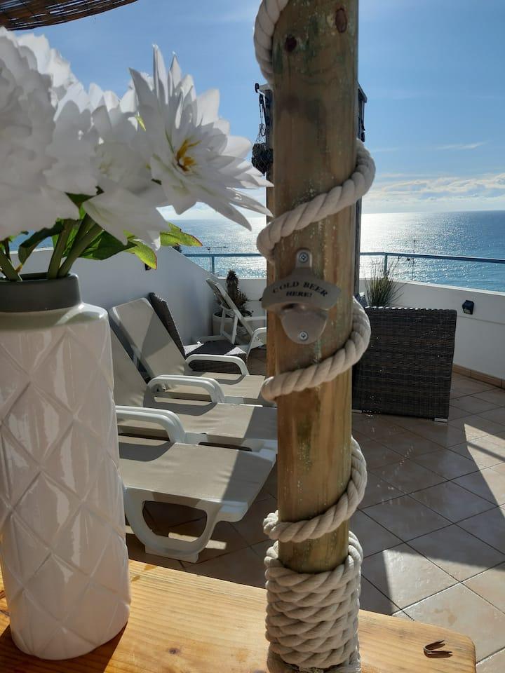 """AMAZING """"PENTHOUSE"""" panoramic sea view & tikki bar"""