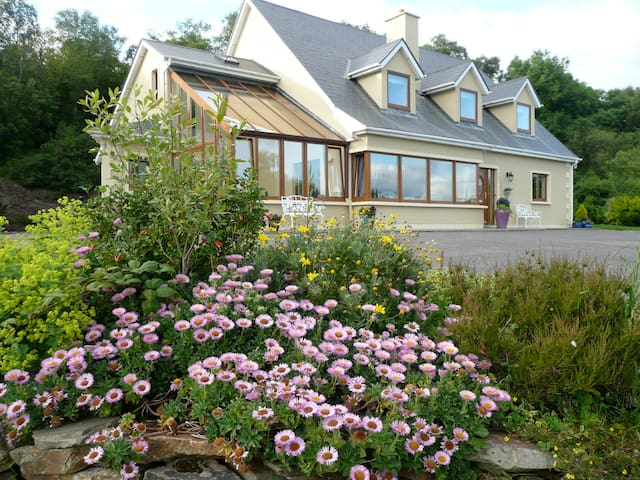 Valhalla, Molls Room, Sneem Road, Kenmare. - Kenmare - Bed & Breakfast