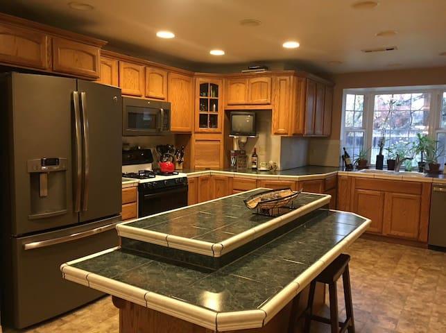 Large kitchen!  3 bed/ 2bath quiet cul-de-sac