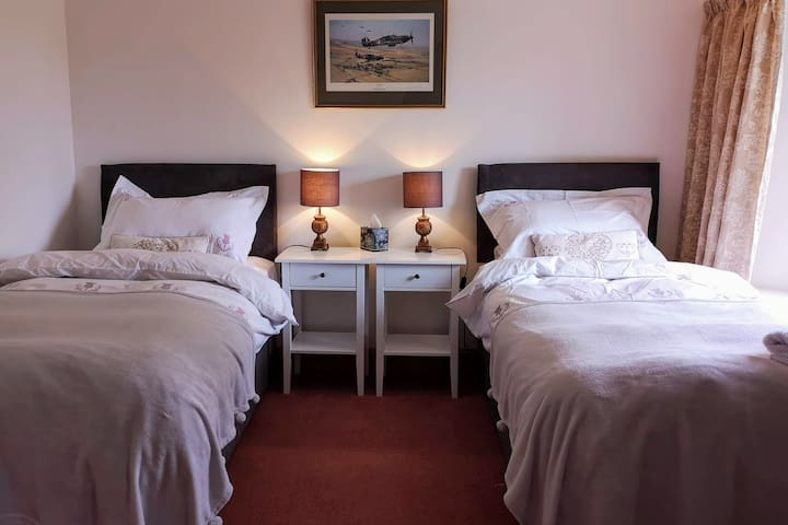 Cosy comfort for 2 with private bathroom, by Crail