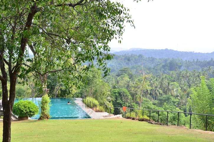 Kandy bungolw - Kandy - Bed & Breakfast