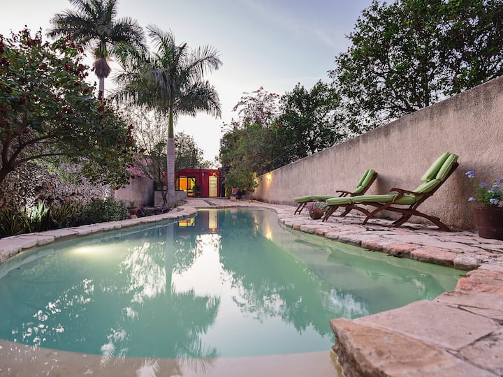 Family-friendly oasis blocks from Paseo de Montejo