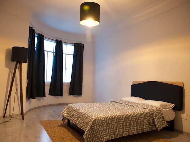 Room with roofgarden and breakfast Juarez, Roma