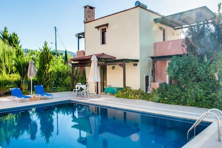 Six bedr luxury maisonettes complex, a quiet area - Mixorrouma - Villa