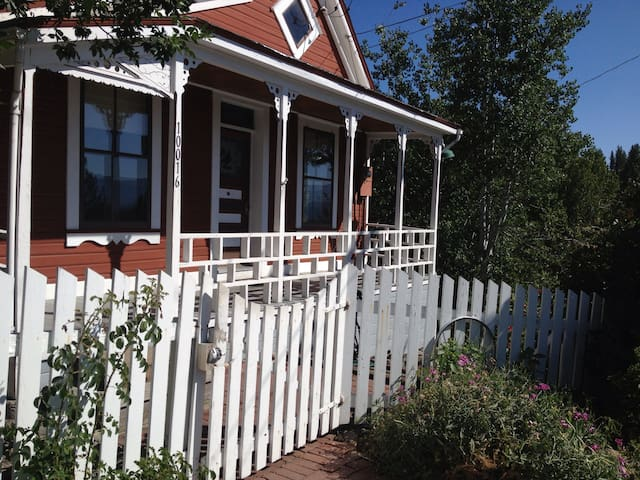 Beautiful Downtown Truckee Home! - Truckee - House