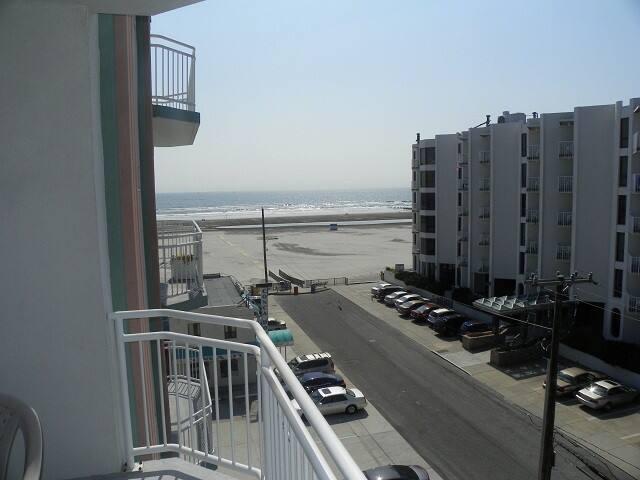 Beachfront Private Condominium with Ocean View