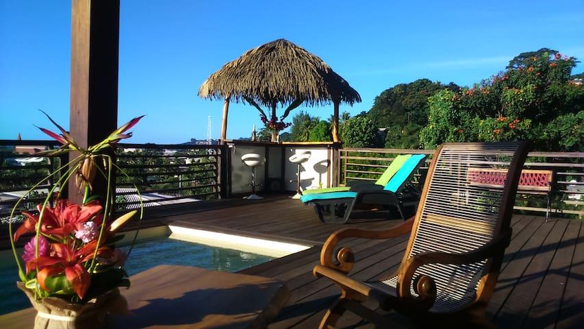 Bungalow Tiki Tahiti & pool 180° ocean vue, Arue