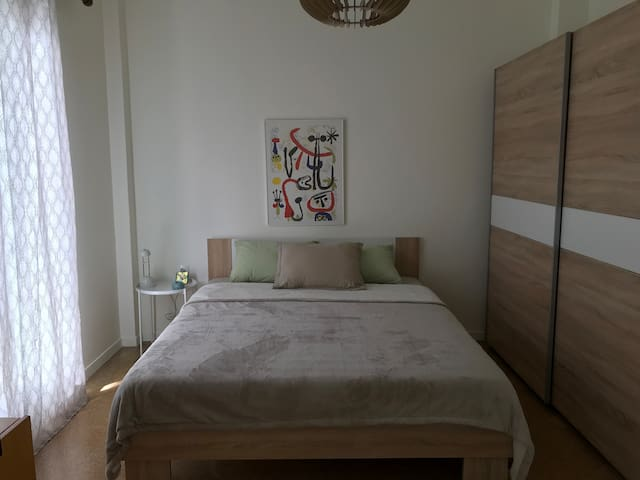 Sunny Apartment - 3 Minutes From Metro Station