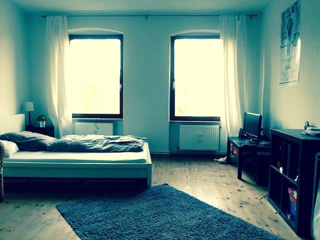 small apartment in berlin mitte potsdamer platz flats for rent in berlin berlin germany. Black Bedroom Furniture Sets. Home Design Ideas