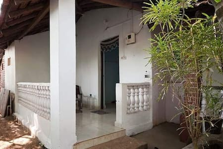 Local House in Colomb private garden