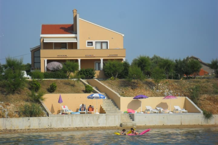"Apartment ""Vesna"" by the sea #2"