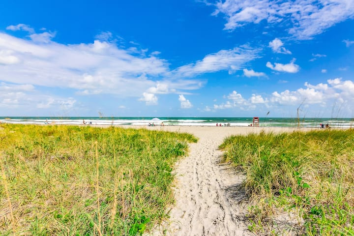 Canaveral Beachcomber-Walk to the  Beach!!