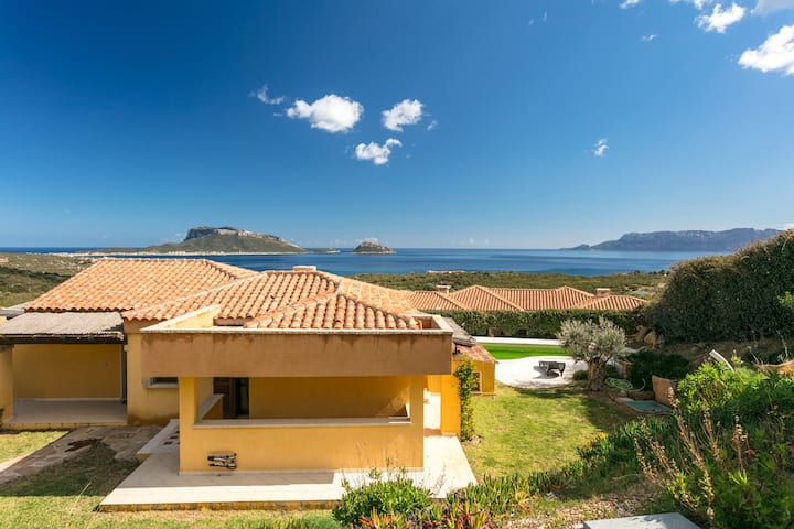 Beautiful Villa with Garden & Terrace; Parking Available