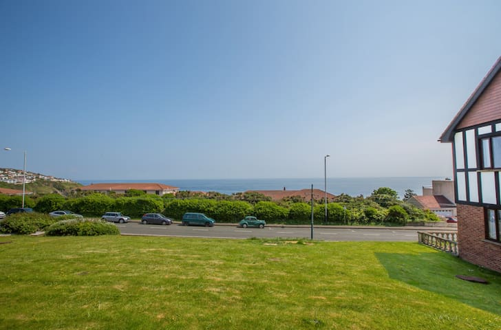 Spacious Apt with Sea Views - Douglas - Daire