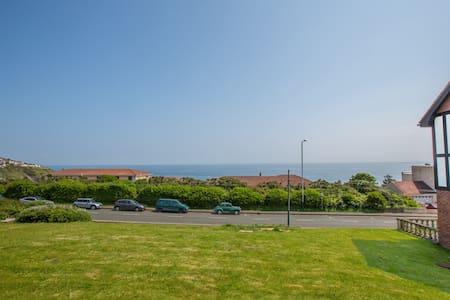 Spacious Apt with Sea Views - Douglas
