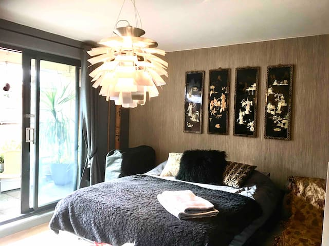 Oriental En-suite Studio Rm Nr Arena/Manc sleeps 3
