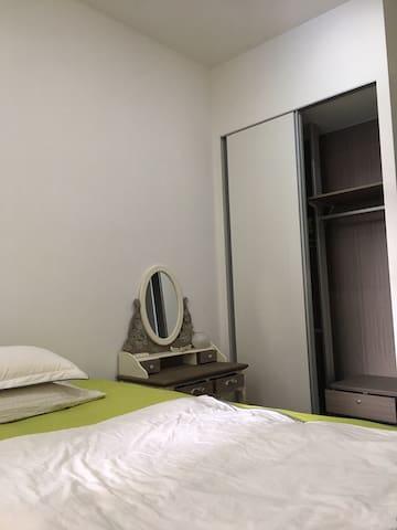 3 Bed Apt, with Swim Pool, Gym, BBQ Pit, 1 min MRT
